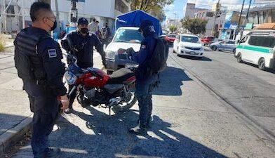 2 ladrones intentan atracar a cuenta habiente y este los atropella en Morelia