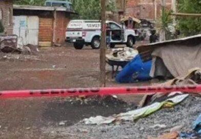 Envuelto en cobijas y calcinado, hallan cadáver de hombre, en Zamora