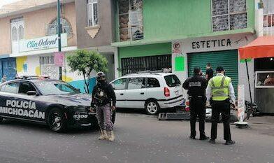 Sujeto estrelló camioneta contra puesto de carnitas, en Morelia